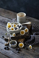 Picture Yogurt Blueberries Camomiles Wood planks Mug