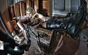 Bilder Stiefel Kette box, Goths Mädchens