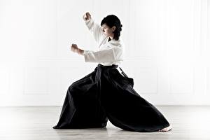 Bilder Uniform Brünette Pose Körperliche Aktivität Kimono Aikido, Svetlana Druzhinina sportliches Mädchens