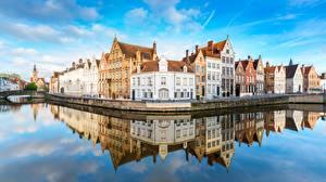 Bilder Belgien Brügge Haus Kanal Spiegelt