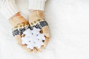 Fotos Neujahr Handschuh Hand Schneeflocken
