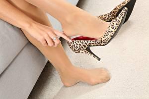 Fotos Hautnah Bein Hand High Heels Strumpfhose junge frau