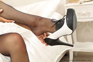 Tapety na pulpit Z bliska Nogi Buty na obcasie Rajstopy młoda kobieta