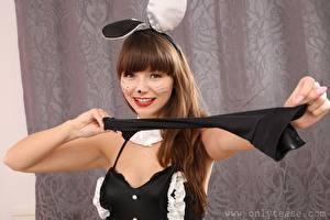 Sfondi desktop Helen G only Bunnygirl Ragazza capelli castani Colpo d'occhio Sorriso Trucco Braccia ragazza