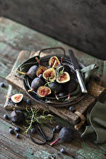 Image Knife Common fig Blueberries Boards