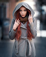 Bilder Mantel Kapuze Hand Blick Rotschopf Maya Mädchens
