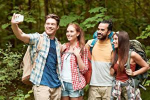 Bilder Mann Tourismus Selfie Lächeln Hand Vier 4 Mädchens