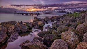Hintergrundbilder Niederlande Küste Morgendämmerung und Sonnenuntergang Steine Bootssteg Laubmoose Medemblik