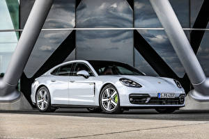 Photo Porsche White Metallic Panamera 4S E-Hybrid, (971), 2020 Cars