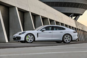 Images Porsche White Metallic Side Panamera 4S E-Hybrid, (971), 2020 auto