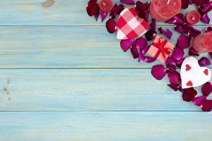 Hintergrundbilder Valentinstag Kerzen Vorlage Grußkarte Herz Kronblätter Bretter