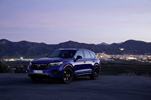 Bureaubladachtergronden Volkswagen Cross-over auto Blauw kleur Metallic 2020 Touareg R Worldwide auto's
