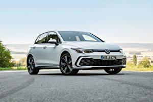 Bakgrunnsbilder Volkswagen Hvite Metallisk Golf GTE, 2020 Biler