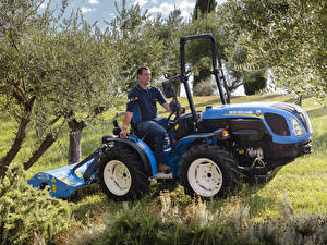 Images Agricultural machinery Men 2018-20 New Holland TI4.100
