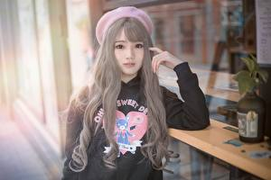 Fotos Asiatische Unscharfer Hintergrund Barett Blick Hand Dunkelbraun Mädchens