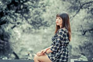 Desktop hintergrundbilder Asiaten Braunhaarige Starren Hand Bokeh junge frau