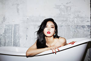 Fotos Asiatische Badezimmer Brünette Blick Hand Kim Hyuna, Korean junge Frauen