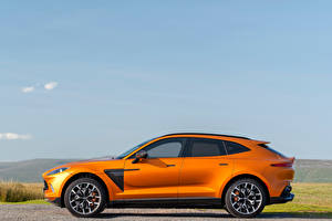 Bilder Aston Martin Orange Metallisch Seitlich Softroader DBX, North America, 2020 Autos