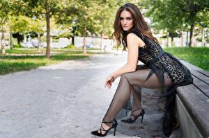 Fotos Bank (Möbel) Sitzt Kleid Starren Bein