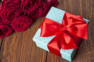 Picture Bowknot Red Gifts Box