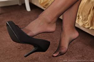 Fotos Nahaufnahme Bein High Heels Strumpfhose junge frau