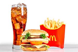 Bilder Getränke Fritten Hamburger Fast food Brötchen Fleischbällchen Trinkglas mcdonalds das Essen
