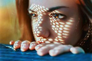 Wallpaper Fingers Closeup Face Glance Delaia Gonzalez, Gustavo Terzaghi young woman