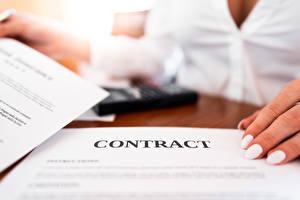 Fondos de escritorio Dedos de la mano Fondo borroso Hoja de papel Manicure Texto Ingleses Negocios contract