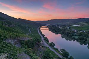 Bakgrunnsbilder Tyskland Elver Elv En bro Vei Vingård Erden, Mosel River