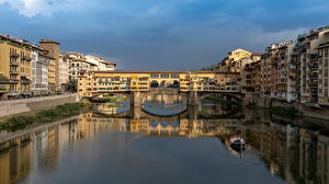 Pictures Italy Florence Houses River Bridges Boats Ponte Vecchio bridge Cities