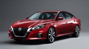 Tapety na pulpit Nissan Sedan Czerwony Na szarym tle Altima, Platinum, 2018 Samochody