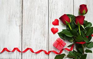 Fotos Rosen Valentinstag Bretter Band Herz Vorlage Grußkarte Blüte