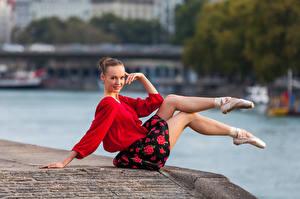Fotos Sitzen Bein Rock Bluse Lächeln Blick Ballett Anastasia Mädchens