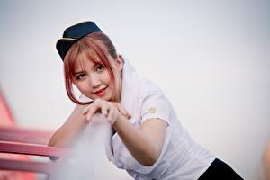 Papel de Parede Desktop Asiático Bokeh Pessoal navegante comercial Ver Sorrir Mão Ruivo Meninas jovem mulher