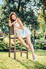 Fotos & Bilder Asiatische Stuhl Kleid Bein Bokeh Mädchens