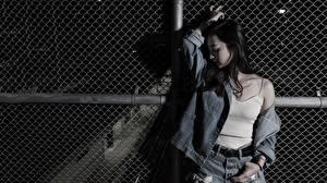 Papel de Parede Desktop Asiática Posando Cabelo preto Meninas Jaqueta Mão moça