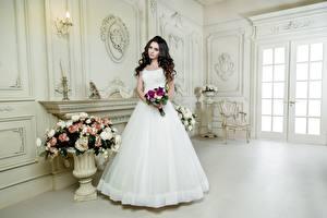 Hintergrundbilder Blumensträuße Brünette Bräute Kleid Weiß junge frau