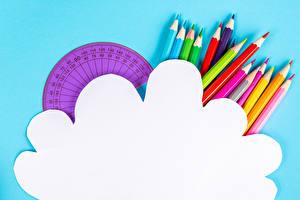 Fotos Farbigen hintergrund Bleistifte Mehrfarbige Vorlage Grußkarte