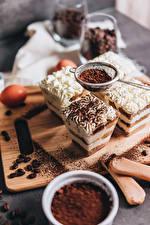 Photo Dessert Little cakes Coffee Cocoa solids Cutting board Grain Tiramisu