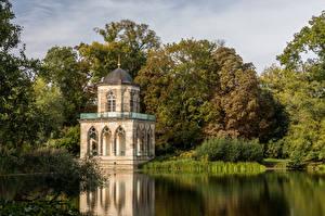 Tapety na pulpit Niemcy Poczdam Jezioro Drzewa Biblioteka Gotische Bibliothek Miasta