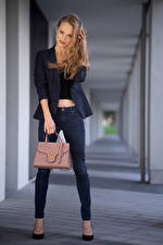 Fotos Handtasche Pose Jeans Sakko Blick Alona Mädchens