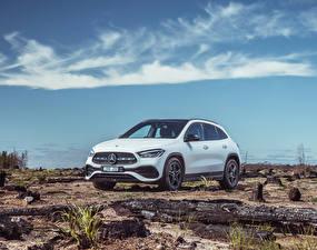 Desktop hintergrundbilder Mercedes-Benz Weiß 2020 GLA 250 4MATIC AMG Line Autos