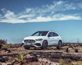 Фотография Mercedes-Benz Белый 2020 GLA 250 4MATIC AMG Line машина