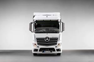 Hintergrundbilder Mercedes-Benz Lastkraftwagen Vorne Weiß Metallisch  auto