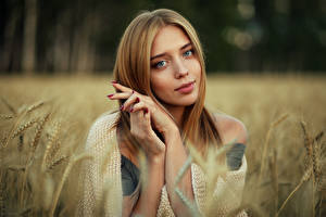 Bilder Evgeniy Bulatov Blick Hand Ähre Junge Frauen Nastya