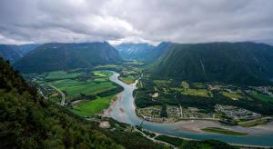 Bakgrunnsbilder Norge Fjell Elver Elv Vei Skyer Ovenfra Trollveggen
