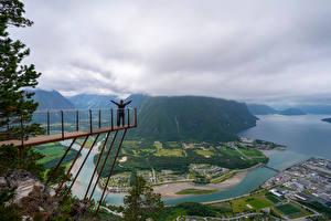 Bakgrunnsbilder Norge Fjell Elver Elv Skyer Ovenfra Trollveggen Natur