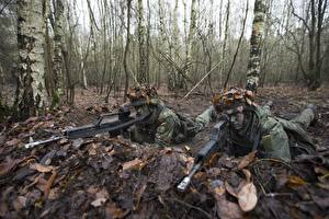 Desktop wallpapers Soldier Rifles 2 Camouflage Foliage military