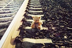 Papel de Parede Desktop Urso de pelúcia Pedra Ferrovia Trilhos