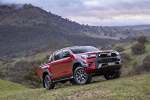 Fotos Toyota Pick-up Rot Metallisch Hilux Rogue Double Cab, AU-spec, 2020